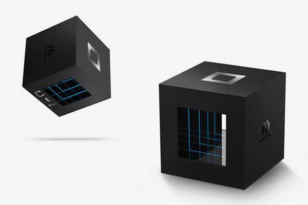 盈方微携手腾讯科技推出首款微游戏机产品MiniStation